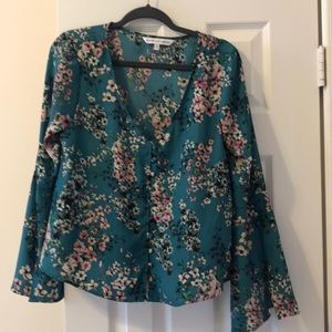NWOT Cupcakes and Cashmere top size medium!